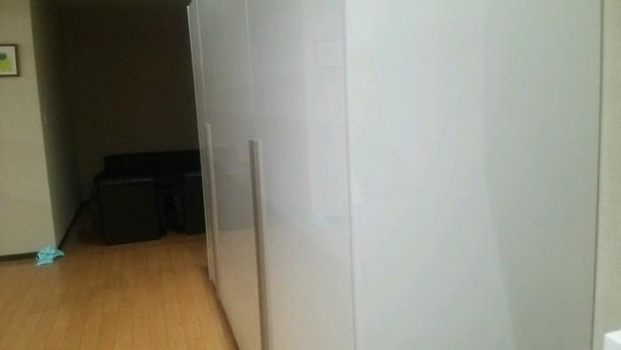 フルフラット扉壁面収納棚