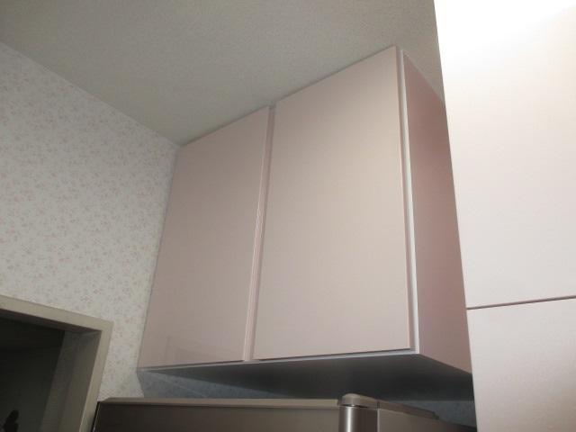 冷蔵庫上吊戸棚