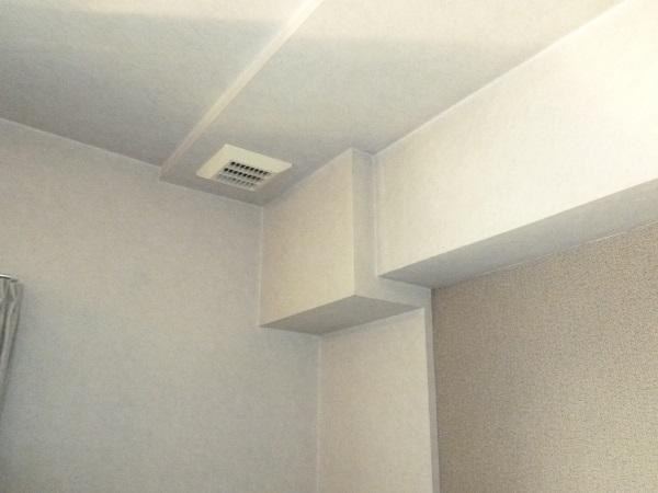 1施工前テレビ側天井と複雑な梁