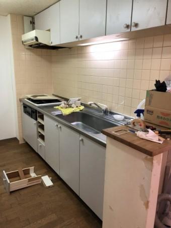 木製システムキッチン扉交換前
