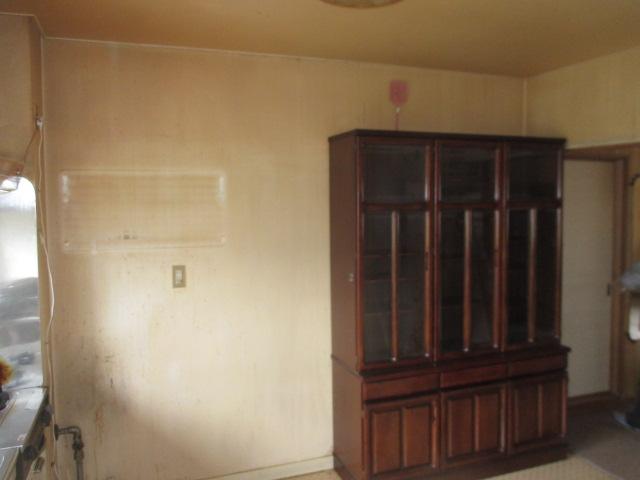 施工前既成食器棚